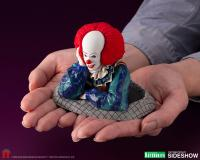 Gallery Image of Pennywise (1990) Statue