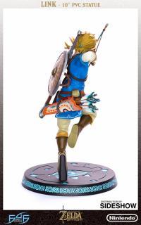 Gallery Image of The Legend of Zelda: Breath of the Wild Link Figure