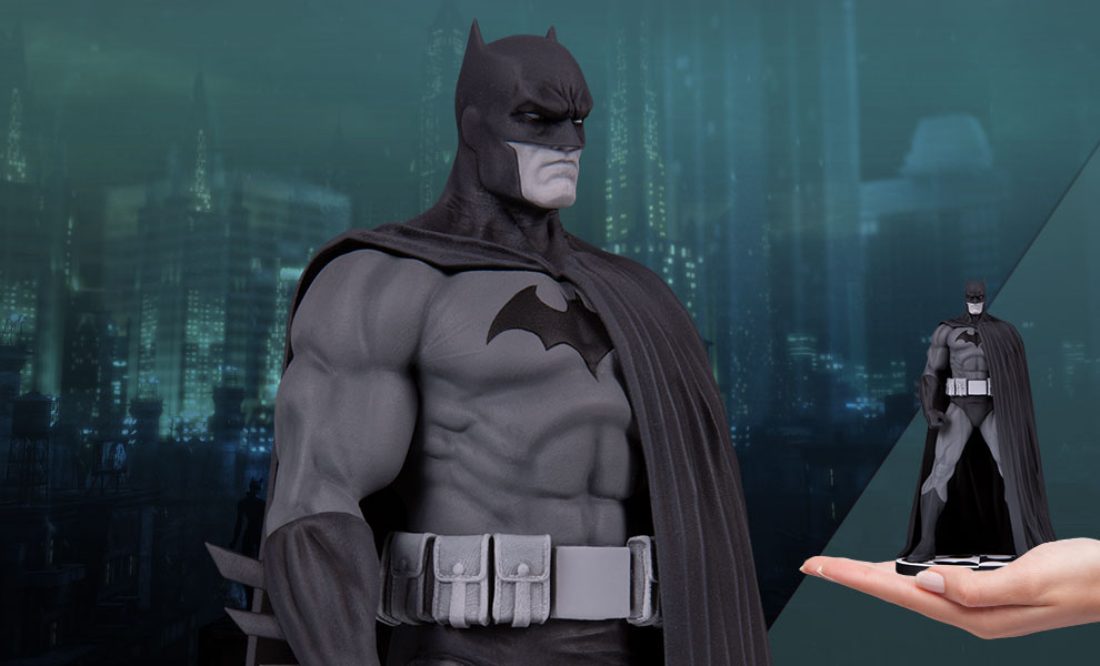 Gallery Feature Image of Batman (Version 3) Statue - Click to open image gallery