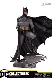 Gallery Image of Batman (Deluxe) Statue