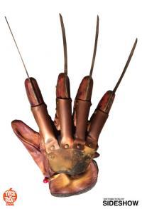 Gallery Image of Freddy Krueger Deluxe Glove Prop