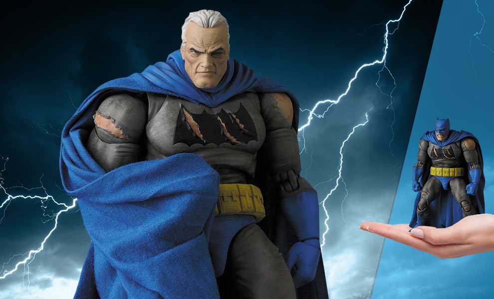 Gallery Feature Image of Batman (The Dark Knight Triumphant) Collectible Figure - Click to open image gallery
