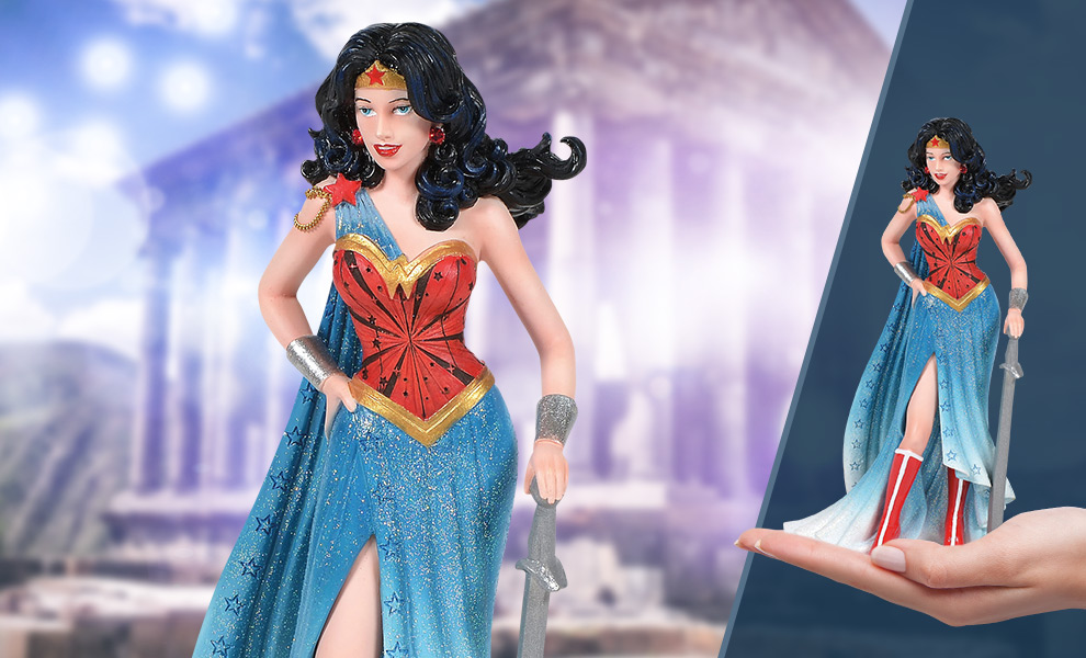 Gallery Feature Image of Wonder Woman Couture de Force Figurine - Click to open image gallery