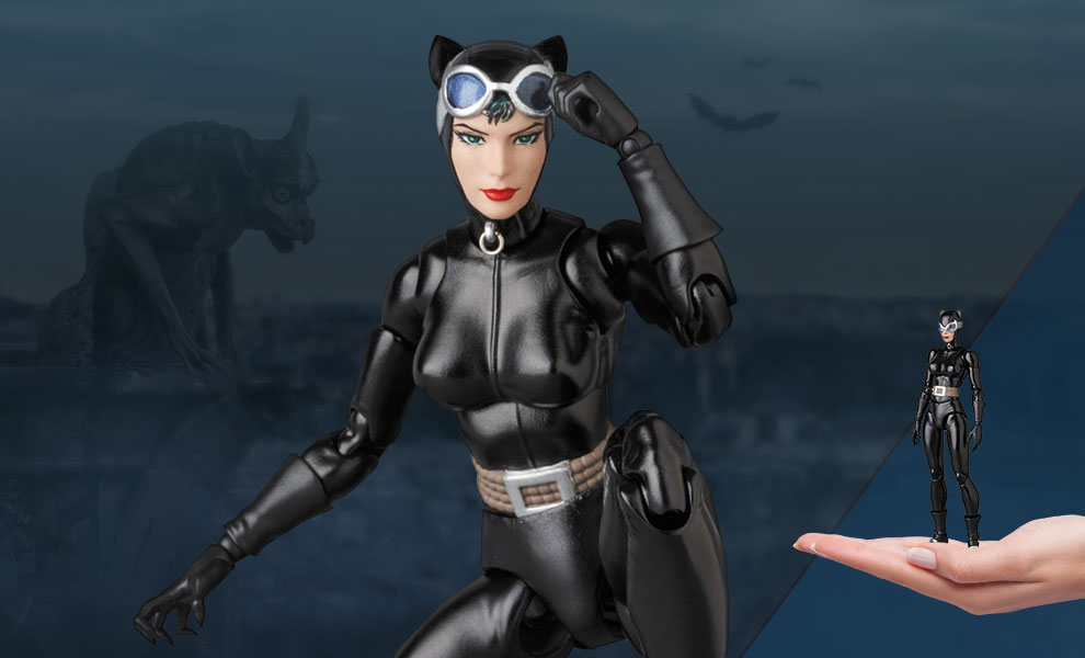 Gallery Feature Image of Catwoman (Hush) Collectible Figure - Click to open image gallery