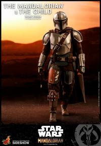 Gallery Image of The Mandalorian and The Child (Deluxe) Collectible Set