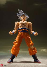Gallery Image of Son Goku (Ultra Instinct) Collectible Figure