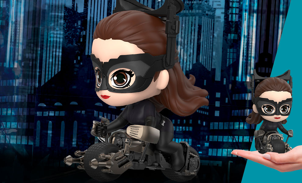 Gallery Feature Image of Catwoman with Bat-Pod Collectible Set - Click to open image gallery