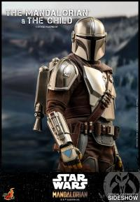 Gallery Image of The Mandalorian and The Child Collectible Set