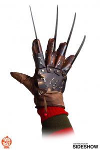 Gallery Image of Freddy Krueger Deluxe Glove (The Dream Master) Prop