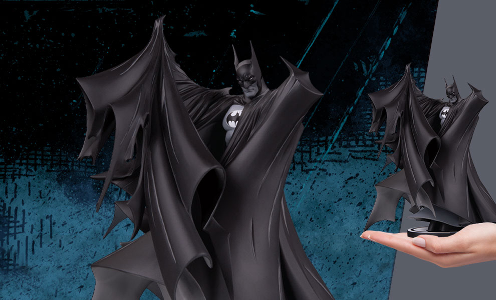 Gallery Feature Image of Batman (Deluxe 2.0) Statue - Click to open image gallery