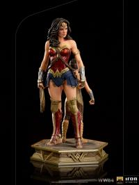 Gallery Image of Wonder Woman & Young Diana 1:10 Scale Statue