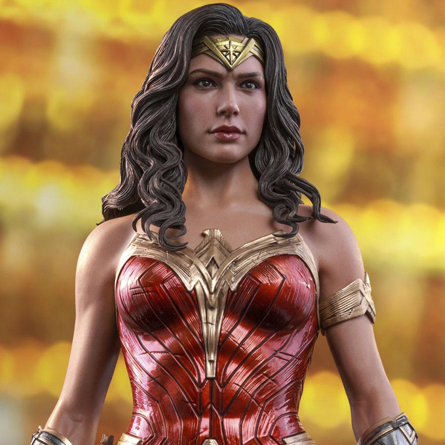 Wonder Woman Sixth Scale Figure