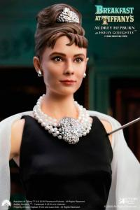 Gallery Image of Audrey Hepburn as Holly Golightly Statue