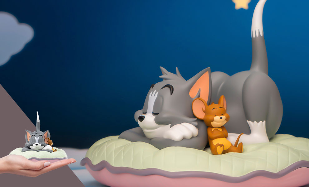 Gallery Feature Image of Tom and Jerry Sweet Dreams Collectible Figure - Click to open image gallery