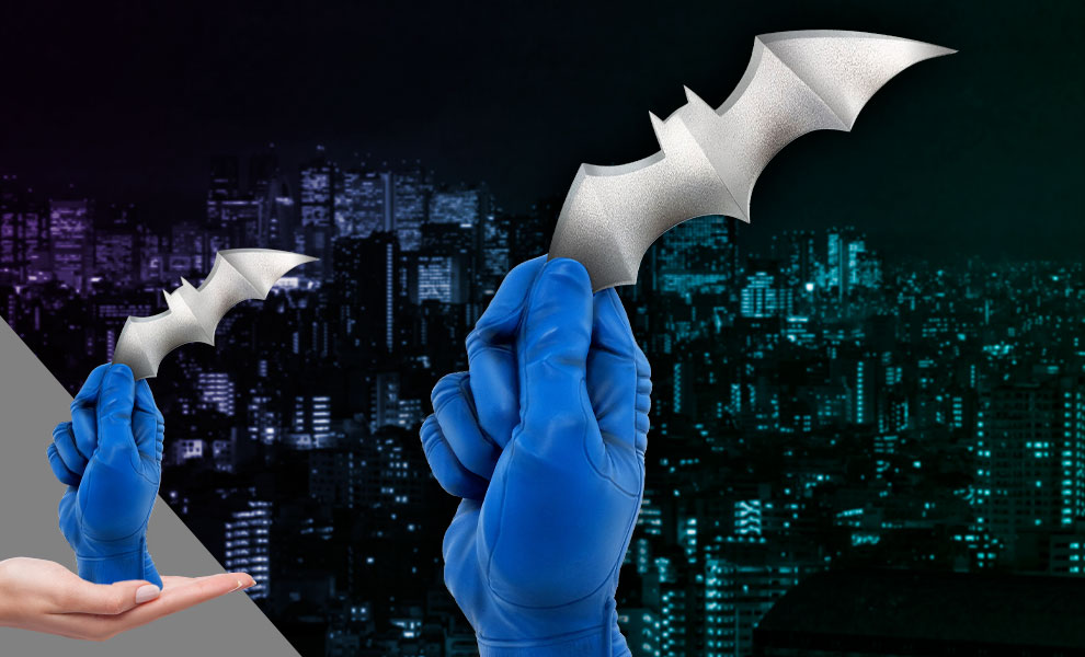 Gallery Feature Image of Batman with Batarang Statue - Click to open image gallery