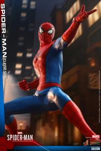 Gallery Image of Spider-Man (Classic Suit) Sixth Scale Figure