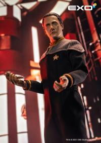 Gallery Image of Lieutenant Commander Data Sixth Scale Figure