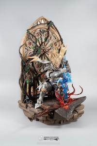 Gallery Image of Soul Embrace Siegfried Deluxe Quarter Scale Statue