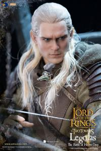 Gallery Image of Legolas at Helm's Deep Sixth Scale Figure