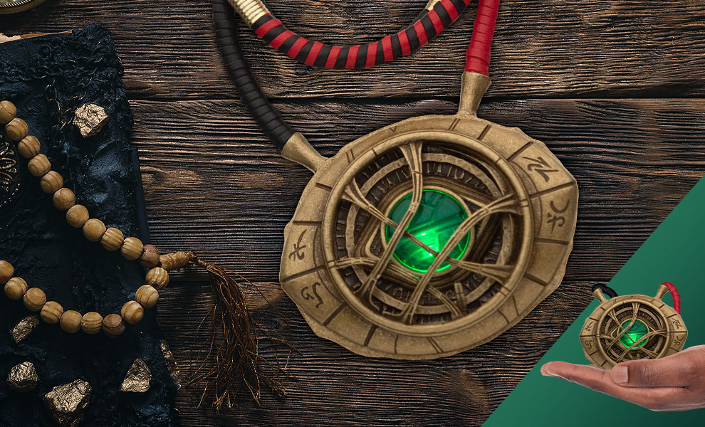 Gallery Feature Image of Doctor Strange Eye of Agamotto Light-Up Pendant Necklace Jewelry - Click to open image gallery
