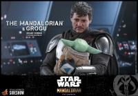 Gallery Image of The Mandalorian™ and Grogu™ (Deluxe Version) Sixth Scale Figure Set