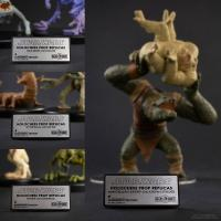 Gallery Image of Mantellian Savrip™ & Kintan Strider™ (The Body Slam) Collectible Set
