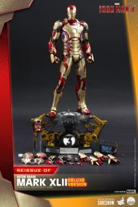 Gallery Image of Iron Man Mark XLII (Deluxe Version) Quarter Scale Figure