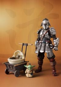 Gallery Image of Ronin Mandalorian™ & Grogu™ (Beskar Armor) Collectible Set