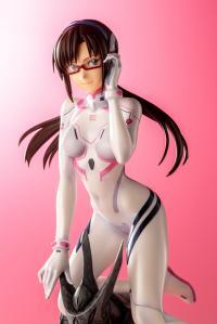 Gallery Image of Mari Makinami Illustrious White Plugsuit Version Statue