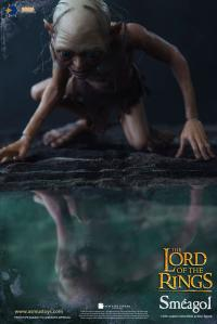 Gallery Image of Sméagol Sixth Scale Figure