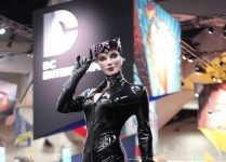 Catwoman Legendary Scale™ Figure