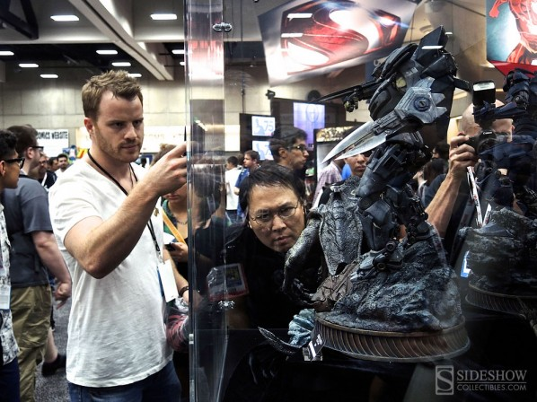 Travis Beacham and Robert Kazinsky admire Sideshow's Pacific Rim collection at Comic-Con!