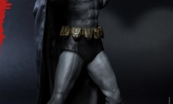 Hot Toys - Batman - Arkham City - Batman Collectible Figure_PR2