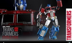 Hot Toys - THE TRANSFORMERS G1 - Optimus Prime (Starscream Version) Collectible Figure_PR5