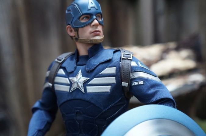 Comic Vine gets 'Hands On' Hot Toys Captain America and Steve Rogers Sixth Scale Figures