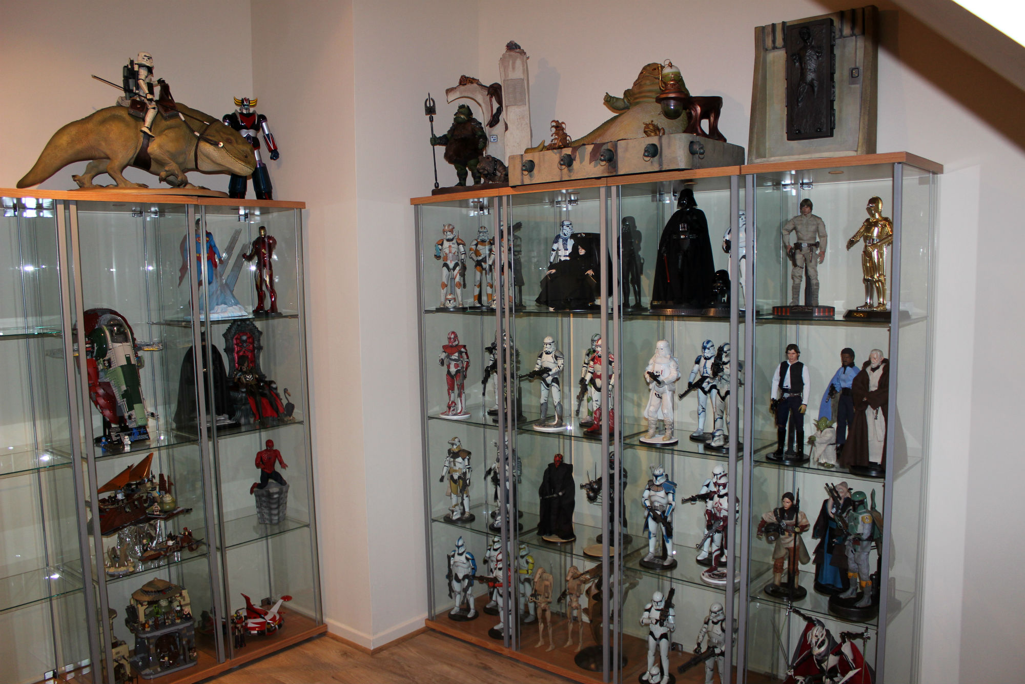 Meet this week 39 s featured collector sideshow collectibles - Vitrina detolf ...