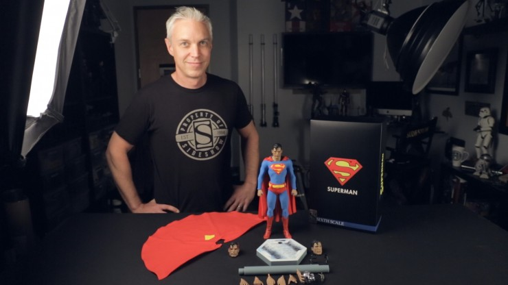 Up, up and away! Unboxing and posing the Superman Sixth Scale Figure