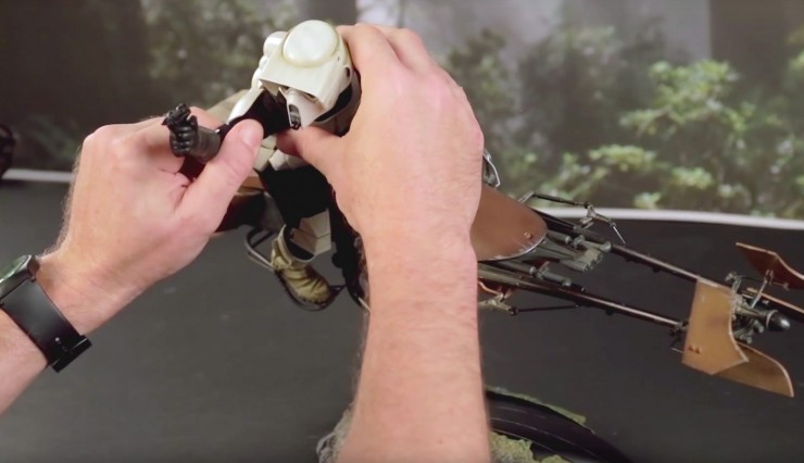 Bring balance with the Force! Tips for posing the Sixth Scale Scout Trooper and Speeder Bike