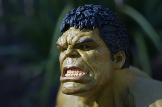 8 reasons the Deluxe Hot Toys Hulk Figure from Age of Ultron smashes all other puny competition