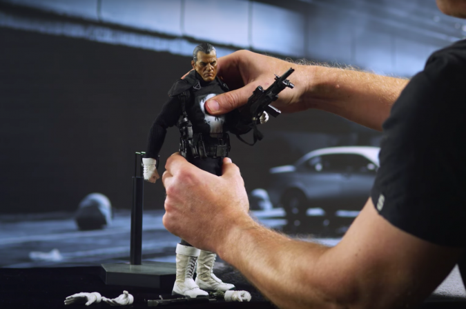 How to pose the Punisher Sixth Scale Figure