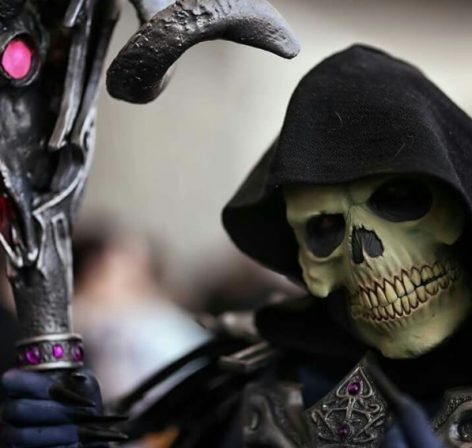 This Skeletor Cosplay is So Powerful He Even Impresses Himself!