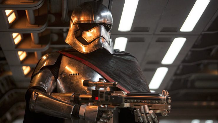 Deleted Star Wars Scene Reveals Alternate Captain Phasma Fight