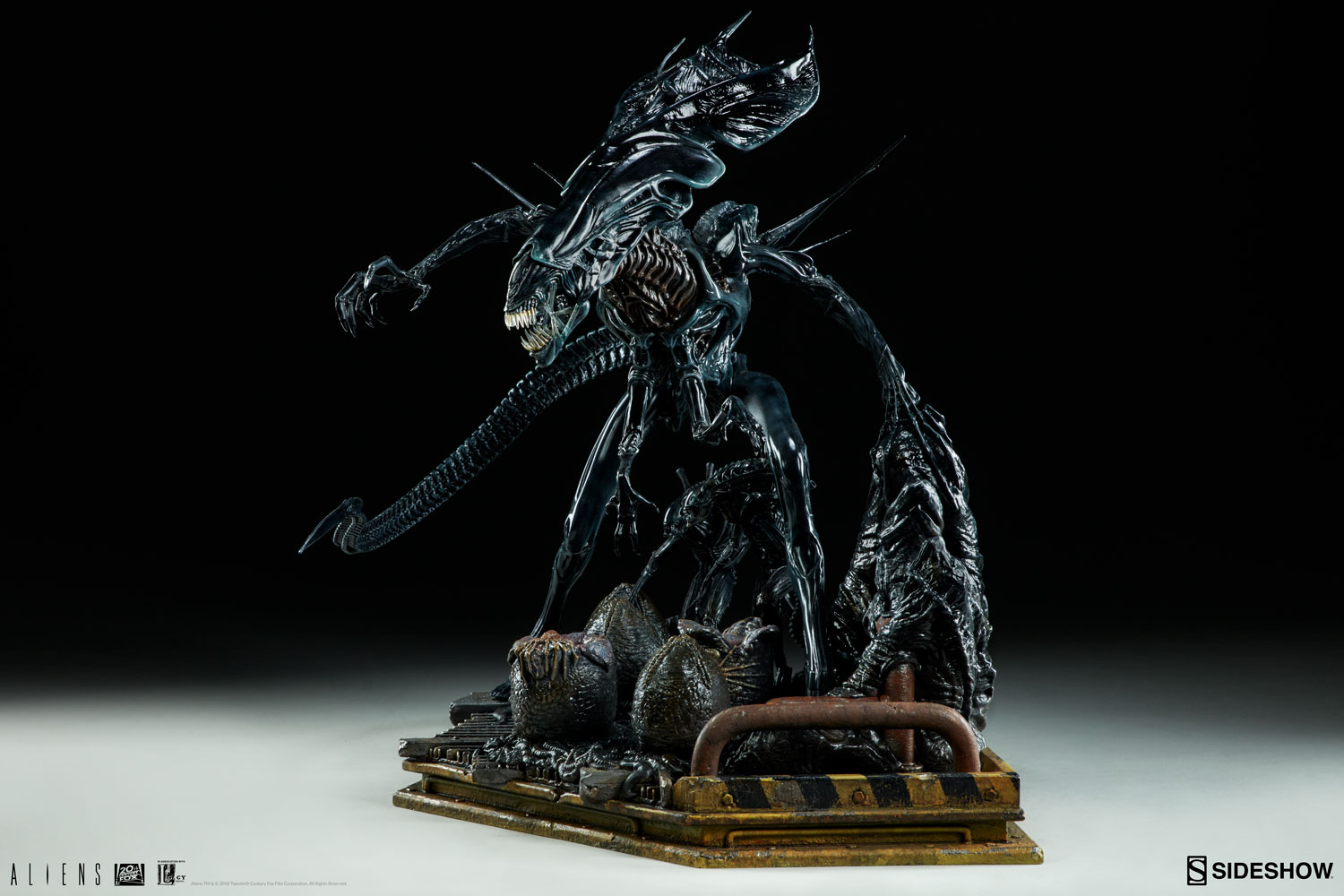 The alien queen maquette will rule your aliens collection for Maquette stand
