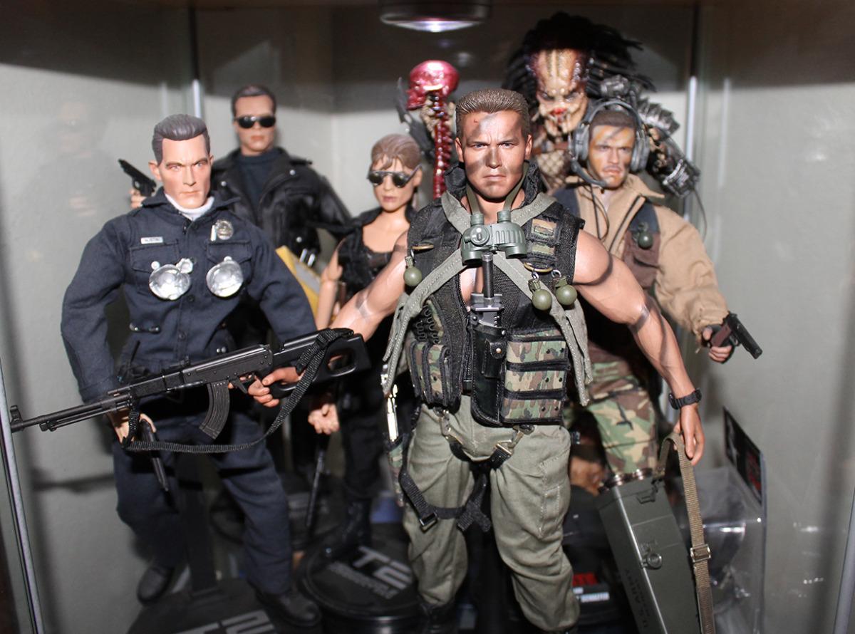 Hot Toys Arnold Schwarzenegger John Matrix Commando Sixth Scale Figure