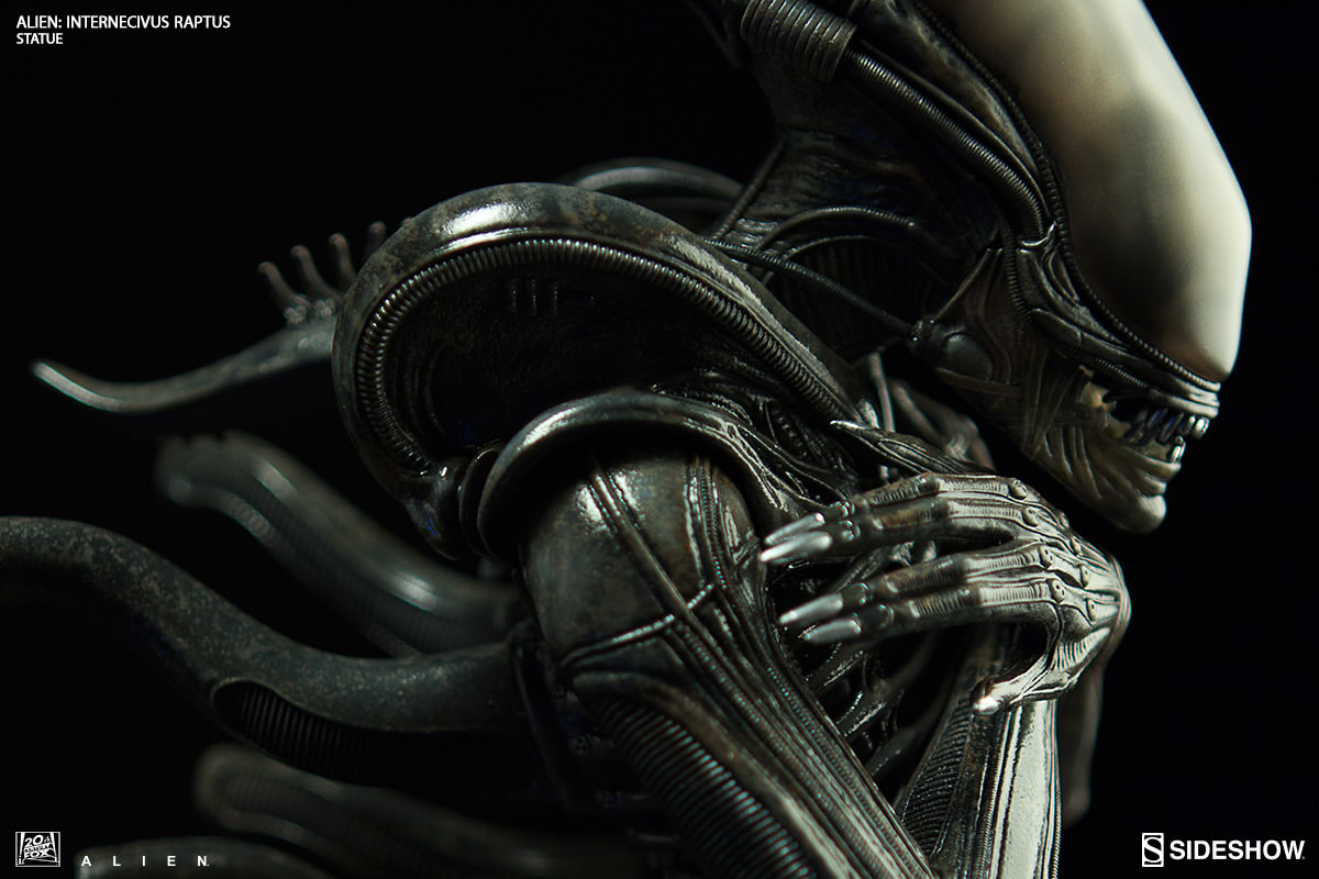 Alien Internecivus raptus Statue