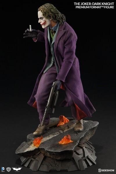 The Joker Premium Format Figure Batman The Dark Knight