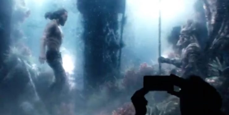Zack Snyder gives us a little glimpse of Aquaman underwater!