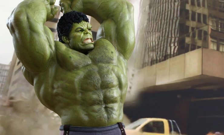 Hulk Deluxe Sixth Scale Figure by Hot Toys