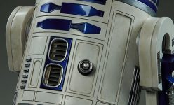 R2-D2 Legendary Scale Figure