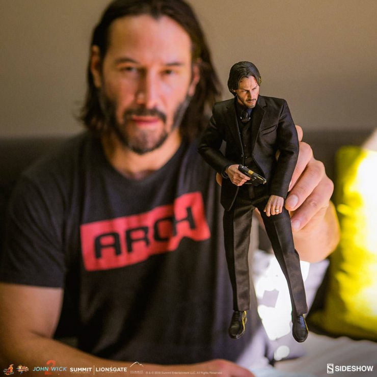 Keanu Reeves Checks Out the Hot Toys John Wick 1:6 Scale Figure Prototype!